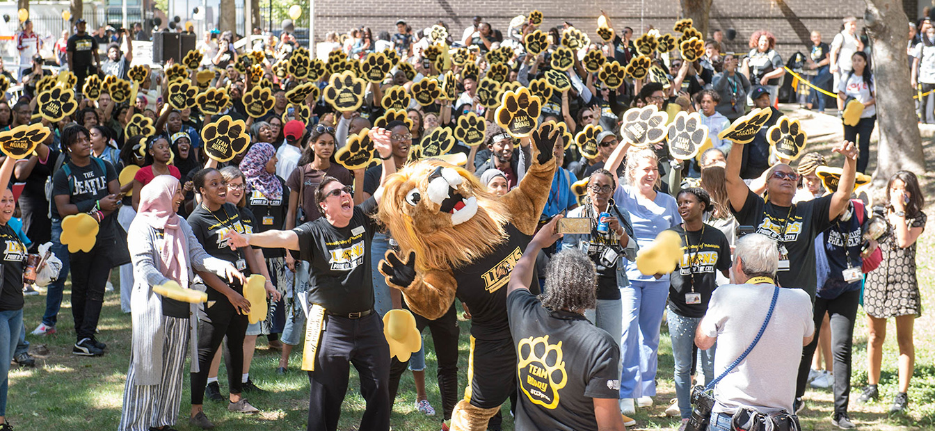 Crowd of students attempting world record for longest roar with mascot