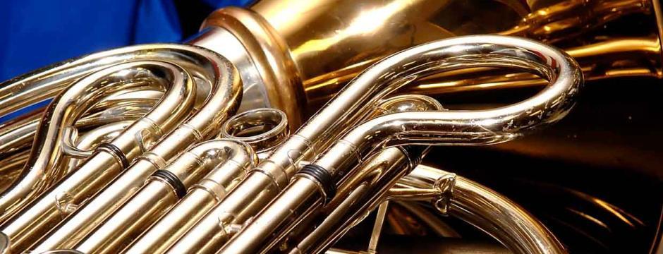 Brass horn